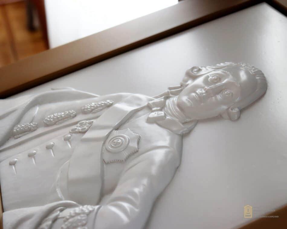 Тактильные копии картин для незрячих и слабовидящих людей появились в Музее изобразительных искусств Карелии