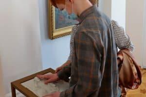 В Музее ИЗО Карелии созданы программы для людей с ограничениями зрения