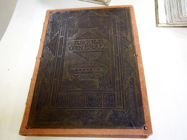 Самая древняя книга отдела. Трактат по истории архитектуры на итальянском зыке, издан в Венеции в 1544 году.