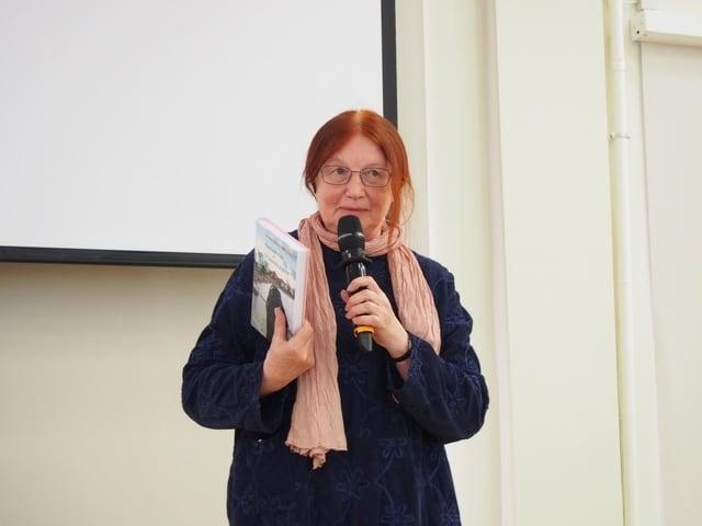 Сотрудник Национальной библиотеки Ирина Кондратьева призналась, что книга ее захватила как читателя