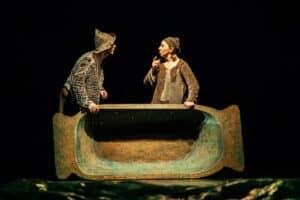 Сцена из спектакля «О рыбаке и рыбке» Театра кукол Карелии. Фото Ирины Ларионовой