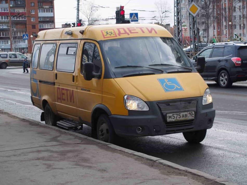 Автобус школы-интерната №21 опять на ремонте... Фото Марии Голубевой