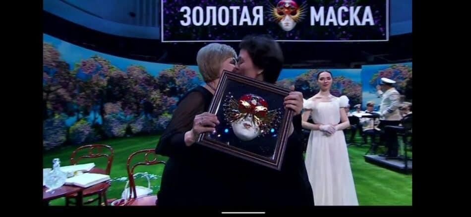 """Любовь Васильева получает """"Золотую маску"""""""