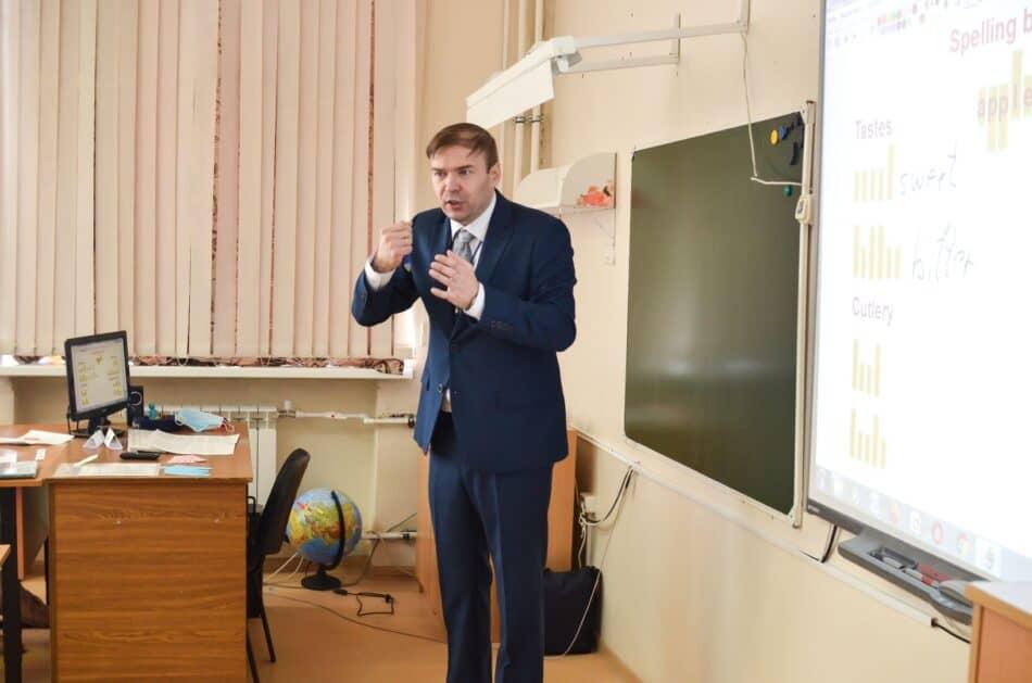 Александр Якушева на конкурсном уроке. Фото Елены Шкленник