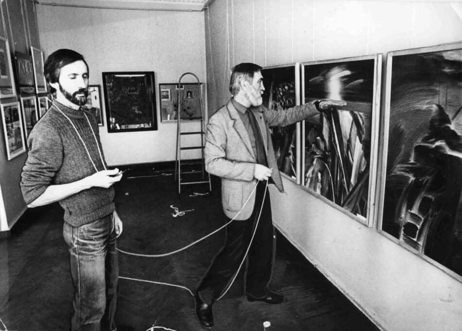 А.Трифонов и В.Иваненко. На выставке. Конец 1980-х. гг. img526-min