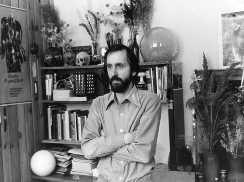 Александр Трифонов в своей мастерской. 1980-е