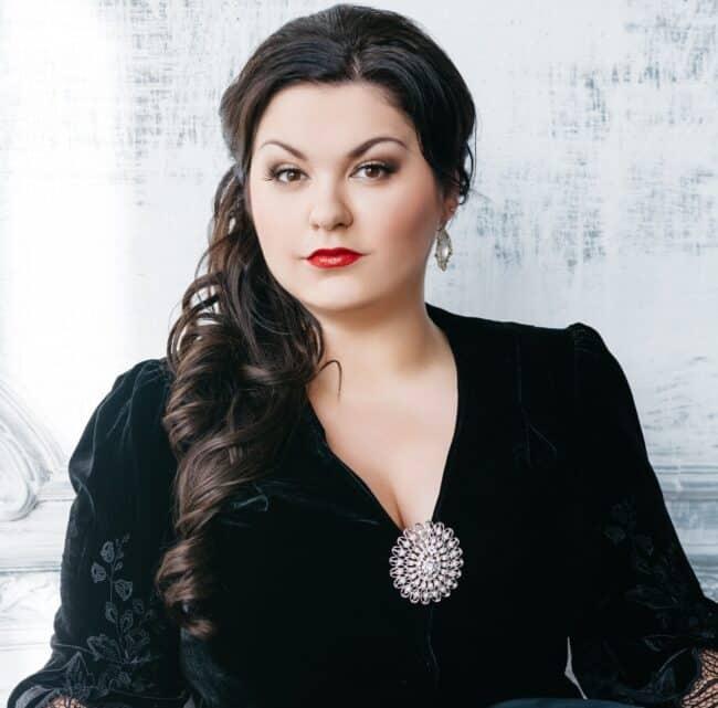 Звезда фестиваля - солистка Метрополитен-опера Олеся Петрова (меццо-сопрано)