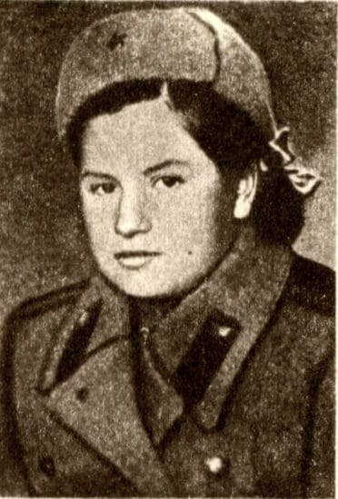 Нина Чкалова после сдачи экзаменов на классного радиста. Зима 1943 года. Фото с сайта: coollib.com