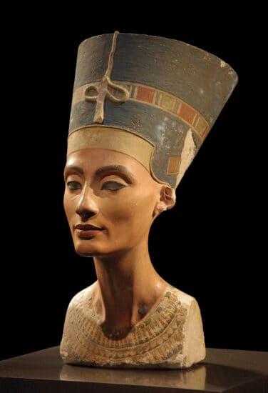 Бюст Нефертити в берлинском Новом музее. Фото: Википедия