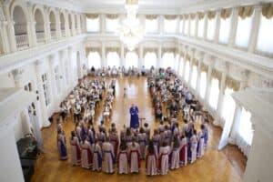 """Хор """"Теллерво"""" выступает  в Костроме в Зале дворянского собрания. Фото из личного архива Ирины Белковской"""