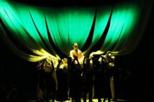 Сцена из спектакля «Я – Будда». Фото Национального театра РК