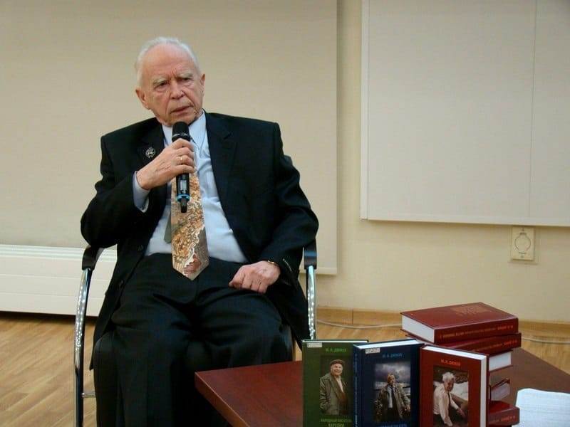 Юрий Иванович Дюжев (1937 - 2021). Фото Национальной библиотеки РК