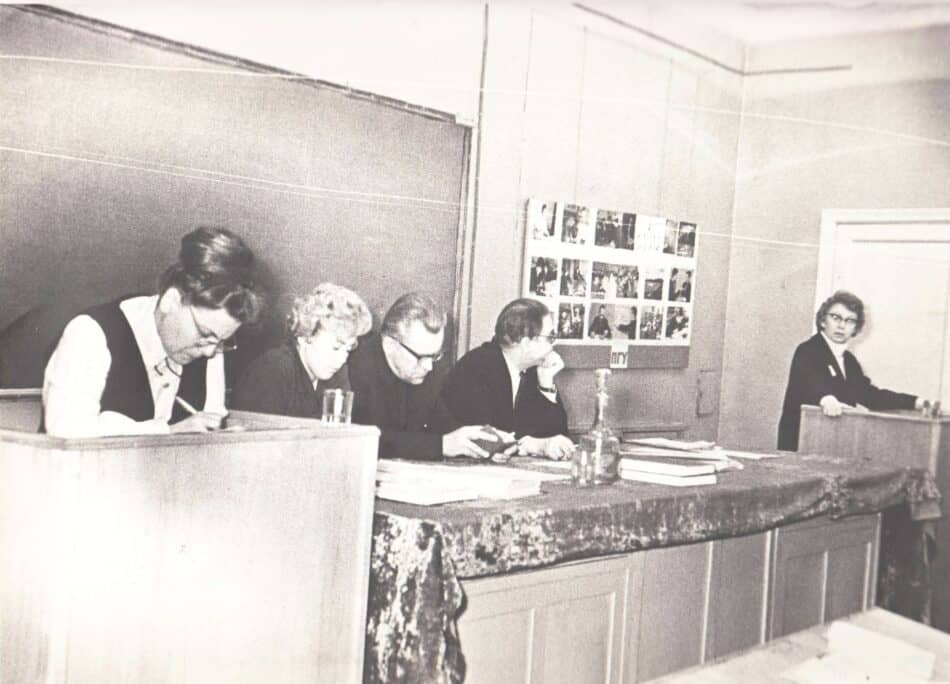 И.П. Лупанова (справа) на защите диссертации С. М. Лойтер (слева). Фото из архива С.М. Лойтер