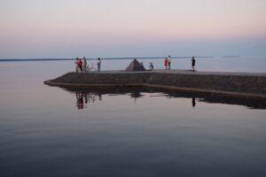 На Онежской набережной в Петрозаводске. Фото Ирины Ларионовой