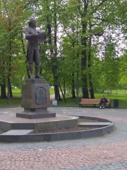 Памятник Державину в Губернаторском парке Петрозаводска