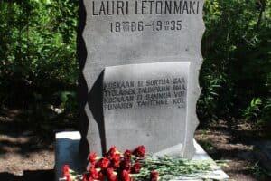 В Петрозаводске открыт восстановленный памятник поэту Лаури Летонмяки