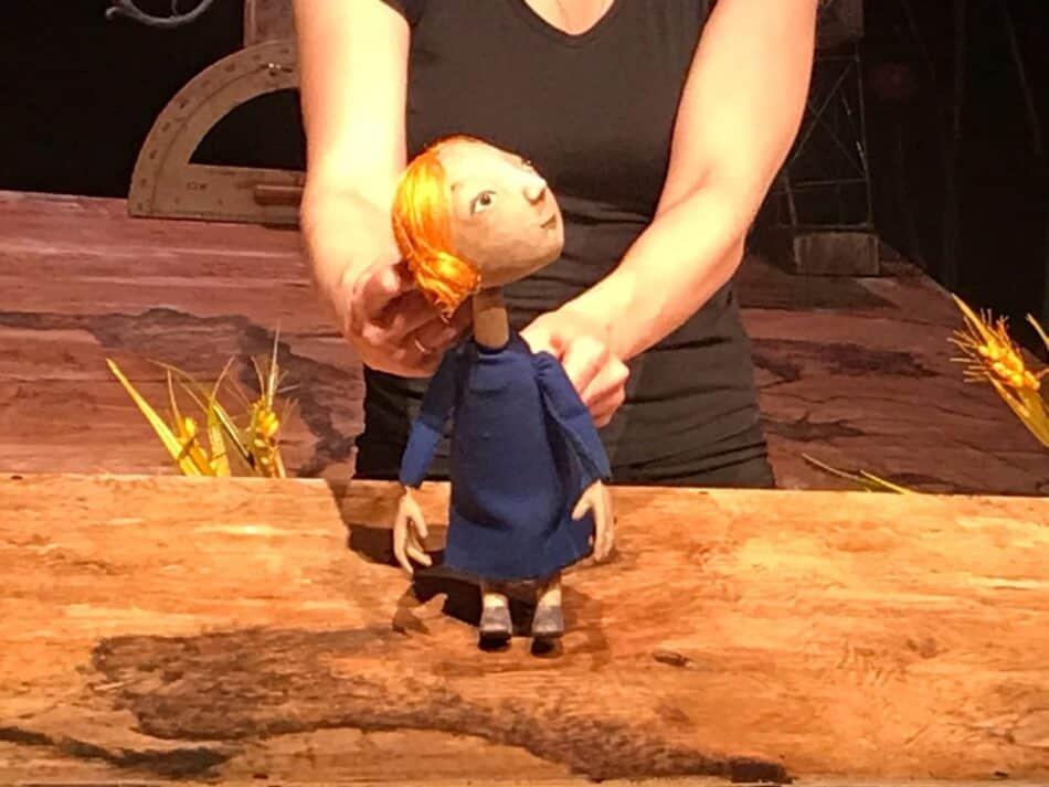Сцена из спектакля «Сказка о последнем добром драконе». Фото театра кукол РК