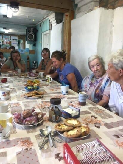Чаепитие в Кочкоме. Местные девочки