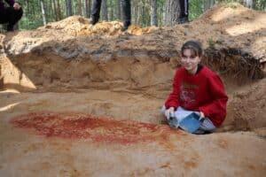 Археологическая экспедиция студентов ПетрГУ обнаружила первобытное погребение «янтарного» человека