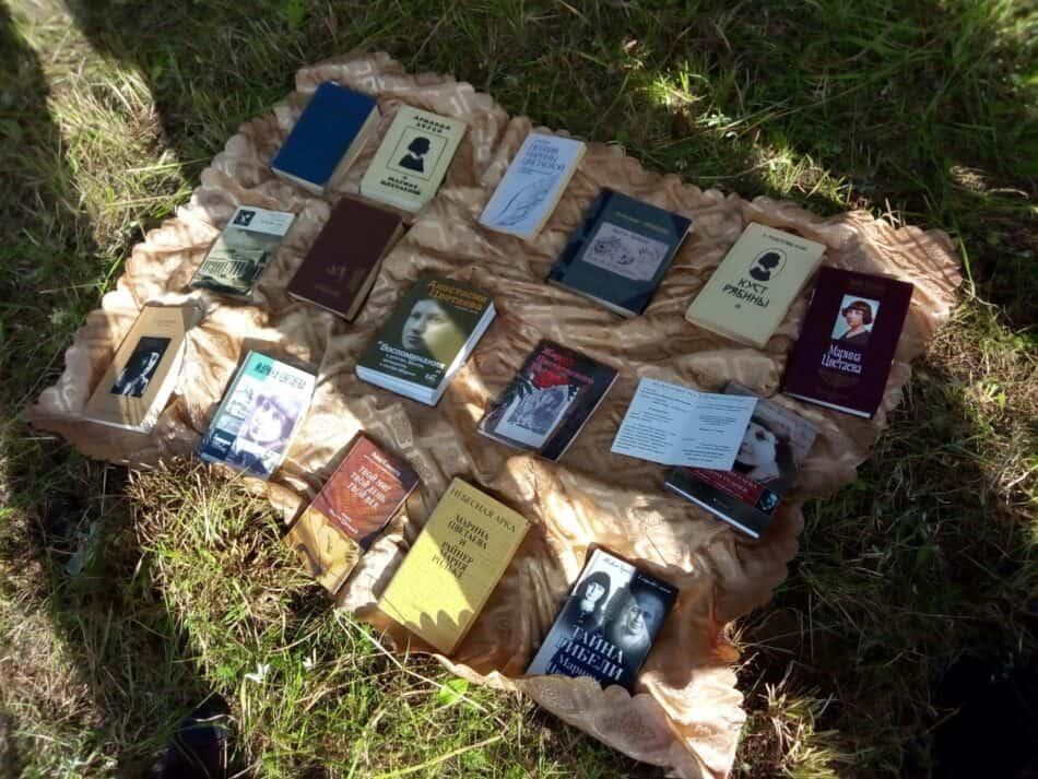 Это книги о Цветаевой из личного собрания Любови Наумовны Маляренко, известного преподавателя литературы.