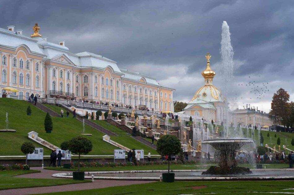 Ассамблея продолжилась в Петергофском дворце