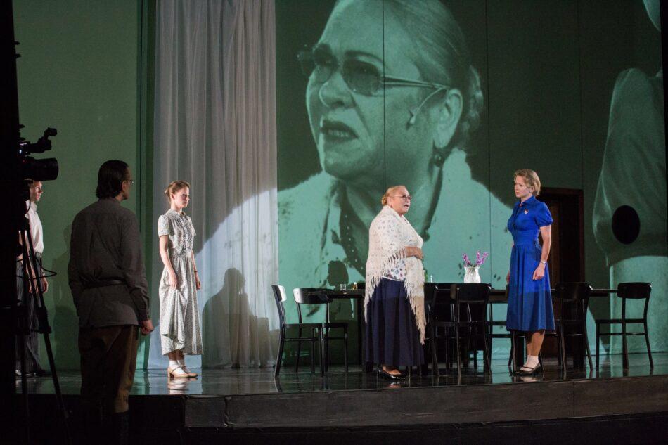 Сцена из спектакля «Слава». Фото Виталия Голубева
