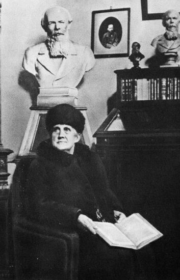 А.Г. Достоевская в созданном ею «Музее памяти Ф.М. Достоевского». Последнее посещение. Москва. 2 декабря 1916 года