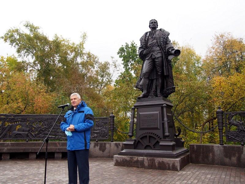 Глава Карелии Артур Парфенчиков предложил назвать в честь Гаскойна площадь, которая образовалась перед памятником, Английской