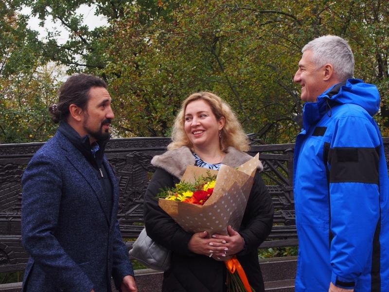 Скульптор Виталий Шанов (слева) - также автор памятника Рождественскому и Морозову в Петрозаводске