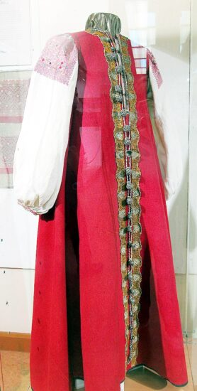 Красный суконный сарафан крестьянки Каргопольского уезда