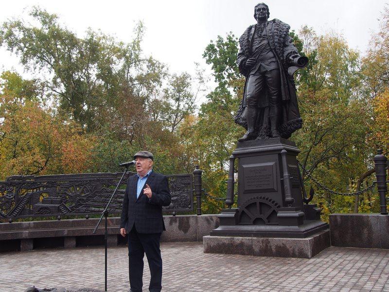 Директор Национального музея Карелии Михаил Гольденберг на открытии памятника Гаскойну. Фото Ирины Ларионовой