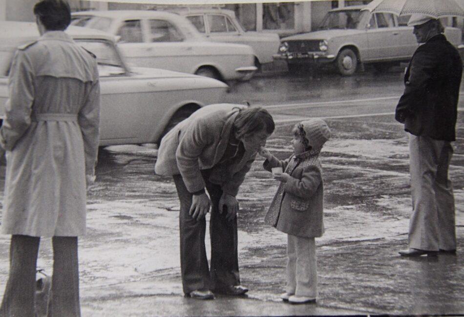 Ирина Ларионова. Уличная сценка. Петрозаводск, 1977 год