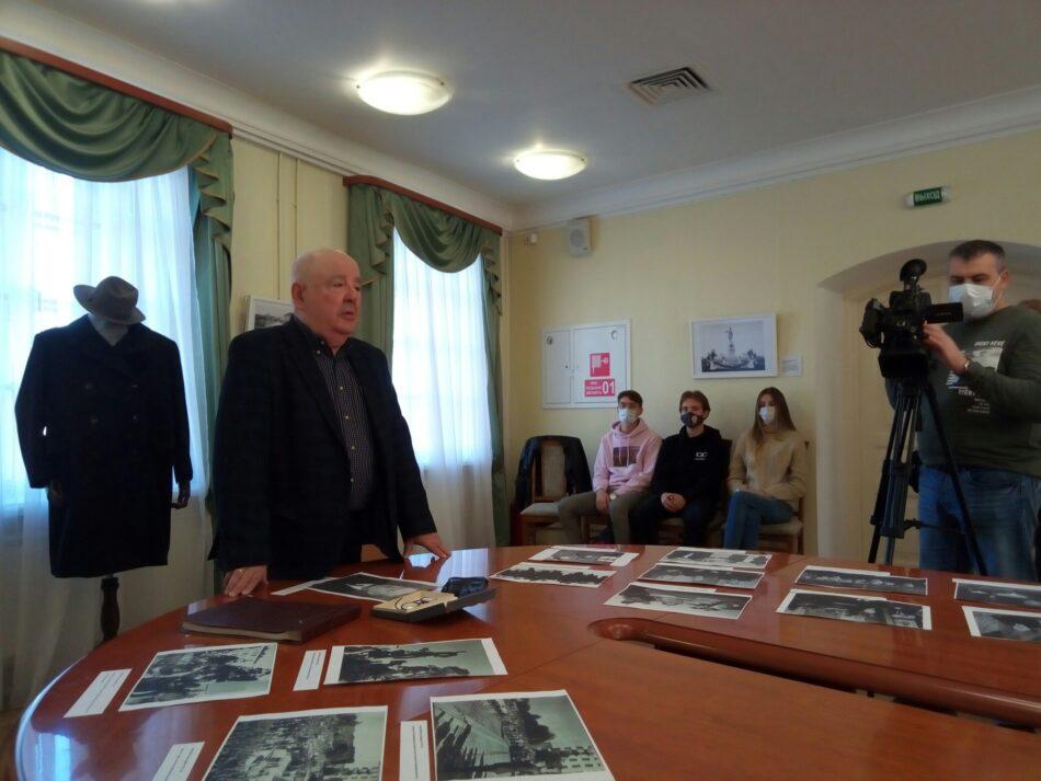 Михаил Гольденберг рассказывает об Отто Куусинене. Фото: Наталья Мешкова