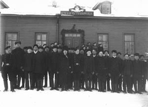 Яков Кривонкин среди призывников и солдат