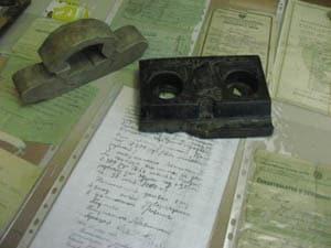 Старая  чернильница с надписью ''Знания в массы''