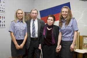Зифа Юсупова и Борис Поморцев с сотрудницами РОВД