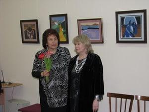 Тамара Маркова (справа) и директор музея Наталья Вавилова
