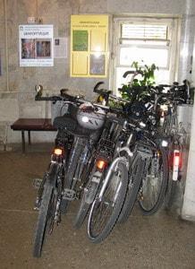 Участники брифинга приехали в библиотеку на велосипедах