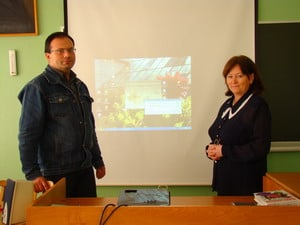 Директор Татьяна Николаевна Зиновкина  гордится своим учеником Олегом Николаевичем Степановым, который уже 8 лет работает в школе биологом