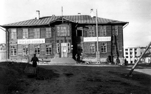 Дом № 24а по пр.Ленина. Так выглядели все три здания Управления железной дороги. Фото 1942 года
