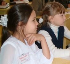 Дети на уроке развития творческого воображение