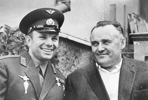 Юрий Гагарин и Сергей Королев. Фото epitafii.ru