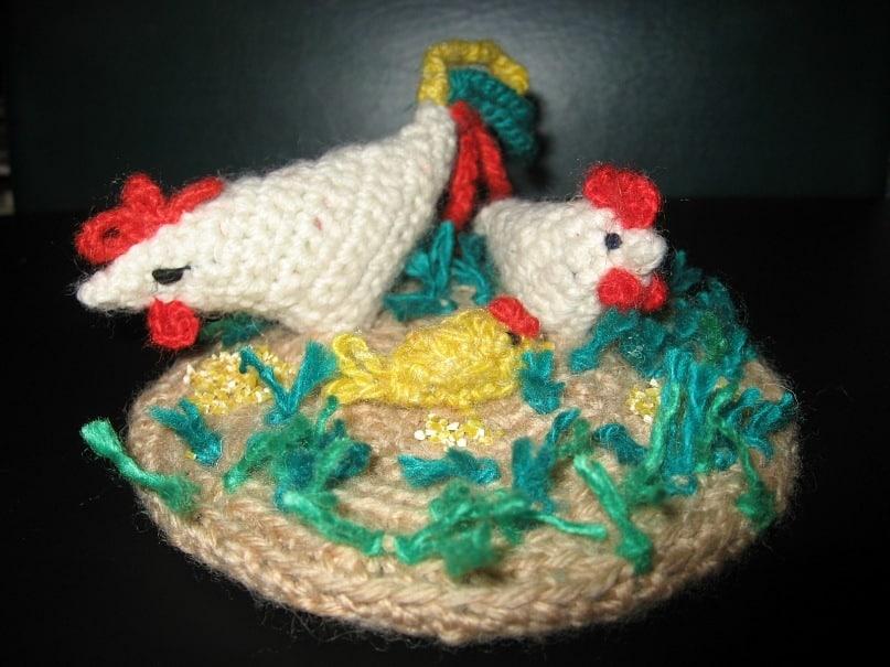 куриное семейство: петух, курочка и цыпленок
