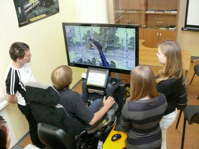 Школьники на экскурсии по IT-парку ПетрГУ