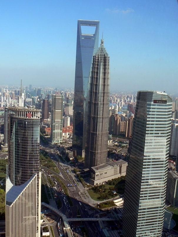 Шанхай. Небоскребы открывашка и отвертка