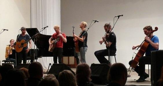 Концерт исландской инди-фолк-группы «Árstiðir»