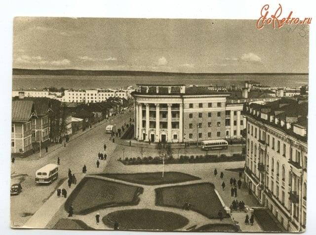 Фото П. Беззубко с сайта www.etoretro.ru
