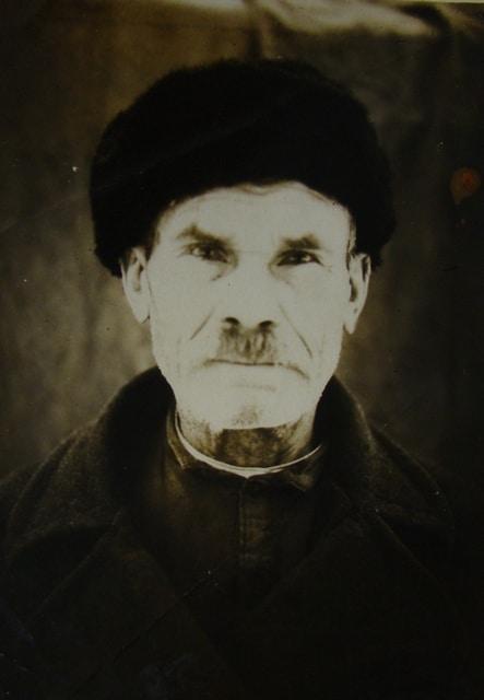 Это единственное фотография прадеда Ивана. Я его не помню, он ушел из жизни, когда я была маленькой. Это о нем вспоминали односельчане