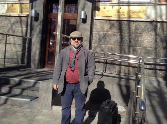 Здесь проходил семинар. Так, с чемоданом, Александр и гулял по Петрозаводску