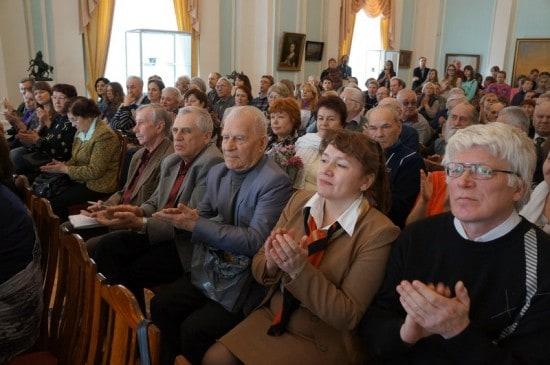 В зале все места были заполнены почитателями творчества, друзьями и коллегами